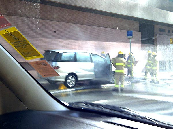 Car fire -20110519-00009